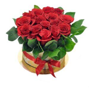 15 красных роз в коробке
